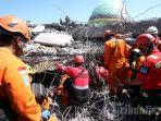 evakuasi-korban-gempa-lombok_20180809_073351.jpg