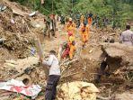 evakuasi-korban-gempa-lombok_20180825_082342.jpg