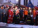 evakuasi-korban-lion-air-jt610-jatuh_20181029_232425.jpg