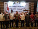 foto-bersama-pejabat-daerah-dan-petinggi-komisi-pemberantasan-korupsi-kpk.jpg