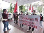 gerakan-mahasiswa-nasional-indonesia-gmni-berunjuk-rasa-di-halaman-gedung-dprd-kota.jpg