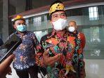 gubernur-kaltara-zainal-paliwang-mengenakan-batik-khas-kaltara.jpg
