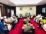 gubernur-kaltim-isran-noor-menerima-kunjungan-walikota-samarinda-andi-harun.jpg