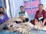 ibu-rumah-tangga-pengrajin-anyaman-bambu-desa-seruyung-sumiati-kanan.jpg