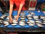 ikan-dijual-di-pasaran_20150608_183810.jpg