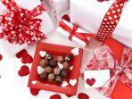 ilustrasi-hadiah-kado-valentine_20180214_075309.jpg