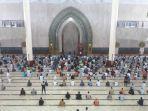 ilustrasi-kegiatan-ibadah-salat-di-masjid-al-faruq.jpg