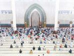 ilustrasi-pelaksanaan-salat-berjemaah-di-masjid-agung-al-faruq-kawasan-pemerintahan-bukit-p.jpg