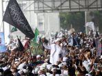 imam-besar-front-pembela-islam-habib-rizieq-shihab-menyapa-pengikutnya-987687.jpg