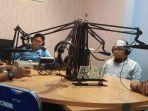 iptu-supangat-saat-mengisi-acara-di-stasiun-radio-republik-indonesia-rri.jpg