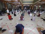 jamaah-melaksanakan-shalat-jumat-di-masjid-agung-al-barkah-kota-bekasi.jpg