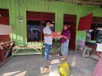 janda-penerima-sembako-bantuan-dinas-sosial-kabupaten-kutai-timur09.jpg