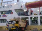 kapal-pelni-camara-nusantara-1-angkut-bantuan-206-ton-untuk-korban-gempa-tsunami-sulteng_20181011_140925.jpg