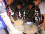 kegiatan-anggota-tni-polri-bersama-relawan-tagana-di-dapur-umum.jpg