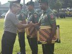 kepala-bnnp-serahkan-penghargaan-kepada-tiga-prajurit-korem_20180226_214814.jpg
