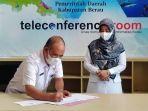 kepala-dpmk-berau-ilyas-natsir-menandatangani-validasi-idm-2021-tr.jpg