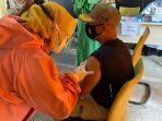 kepala-satpol-pp-kukar-fida-hurasani-menjalani-vaksinasi-covid-19-sabtu-2722021.jpg