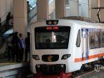 kereta-api-bandara-soekarno-hatta-melintasi-stasiun-sudirman-baru_20180212_082749.jpg