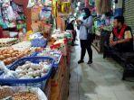 kios-pedagang-sembako-dan-barang-campuran-di-pasar-tradisional-rapak-plaza.jpg