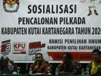 komisioner-kpu-kukar-divisi-teknis-nofand-surya-gafilah-2.jpg