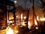 kondisi-rumah-wahyuni-pasca-kebakaran-pagi-tadi-di-jalan-aw-syahrani.jpg