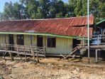 kondisi-sekolah-dasar-011-negeri-pulau-gusung-bontang-utara-yang-amburuk-akibat-abrasi-air-laut.jpg
