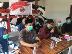 konferensi-pers-aliansi-pemuda-kaltim-cinta-indonesia-di-caf-kata-kata-coffe-selasa-13102020.jpg