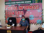 konferensi-pers-direktur-rsud-panglima-sebaya-kabupaten-paser-dr-nurdiana.jpg
