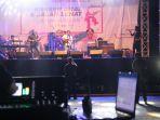 konser-amal-dan-jalan-sehat-untuk-korban-gempa-dan-tsunami-sulteng_20181013_210605.jpg