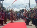 kunjungan-rombongan-gubernur-kalimantan-utara-zainal-arifin-paliwang-di-desa-loreh.jpg