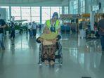 lansia-dapat-pelayanan-difabel-di-bandara-sams-sepinggan_20180726_171833.jpg