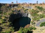 lubang-besar-di-kimberley-afrika-selatan-bjrn-christian-trrissen-wikimedia.jpg