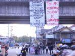 mahasiswa-bem-fisip-unmul-mengkritisi-dan-menolak-kedatangan-presiden-ri-jokowi.jpg