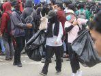 mahasiswa-tidak-hanya-ikut-aksi-unjuk-rasa-di-simpang-lembuswana-rabu-7102020-sore.jpg