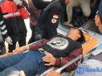 mahasiswa-yang-alami-luka-saat-demo-tolak-pabrik-semen-di-kantor-gubernur-kaltim.jpg
