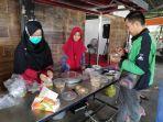makan-graits-di-masjid-pasar-baru.jpg