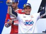 marc-marquez-merayakan-kemenangannya-di-podium-motogp-perancis-2019.jpg