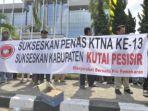 masyarakat-bersatu-pro-pemekaran-menuntut-pemekaran-kabupaten-kutai-pesisir_20180220_233927.jpg