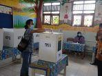 masyarakat-desa-malinau-kota-menyalurkan-hak-pilihnya-dalam-pemilihan-kepala-serentak-2021.jpg