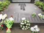 memorial-park-untuk-mengenang-korban-serangan-bom-bunuh-diri-di-london-7-juli.jpg