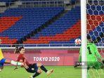 mikel-oyarzabal-membuat-gol-di-olimpiade-tokyo-melawan-brasil.jpg