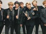 momen-v-bts-jatuh-di-34th-golden-disc-awards-jin-lakukan-ini-demi-kim-taehyung-btsxgda-trending.jpg