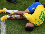 neymar-terjatuh-di-lapangan-saat-membela-timnas-brasil-di-piala-dunia-2018_20180722_210435.jpg
