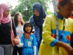 orangtua-mengantar-anak-di-hari-pertama-sekolah_20160718_144158.jpg