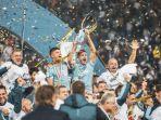 para-pemain-lazio-angkat-tropi-juara-piala-super-italia-2019-fix.jpg