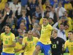para-pemain-timnas-brasil-berselebrasi-seusai-menjuarai-copa-america-2019.jpg