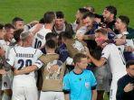 para-pemain-timnas-italia-merayakan-kemenangan-atas-turki-fix-lagu-4.jpg
