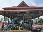 para-penumpang-tujuan-samarinda-tengah-menunggu-pemberangkatan-bus.jpg