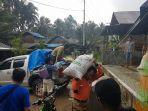 para-relawan-dari-dpw-pks-kaltim-memberikan-bantuan-kepada-korban-banjir-bandang.jpg