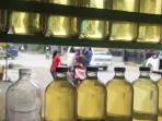 pedagang-bensin-eceran-di-tj-selor_20160106_153638.jpg